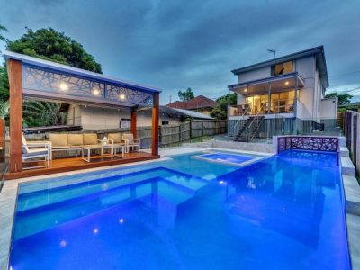 Looking for a Custom-Built Swimming Pool?